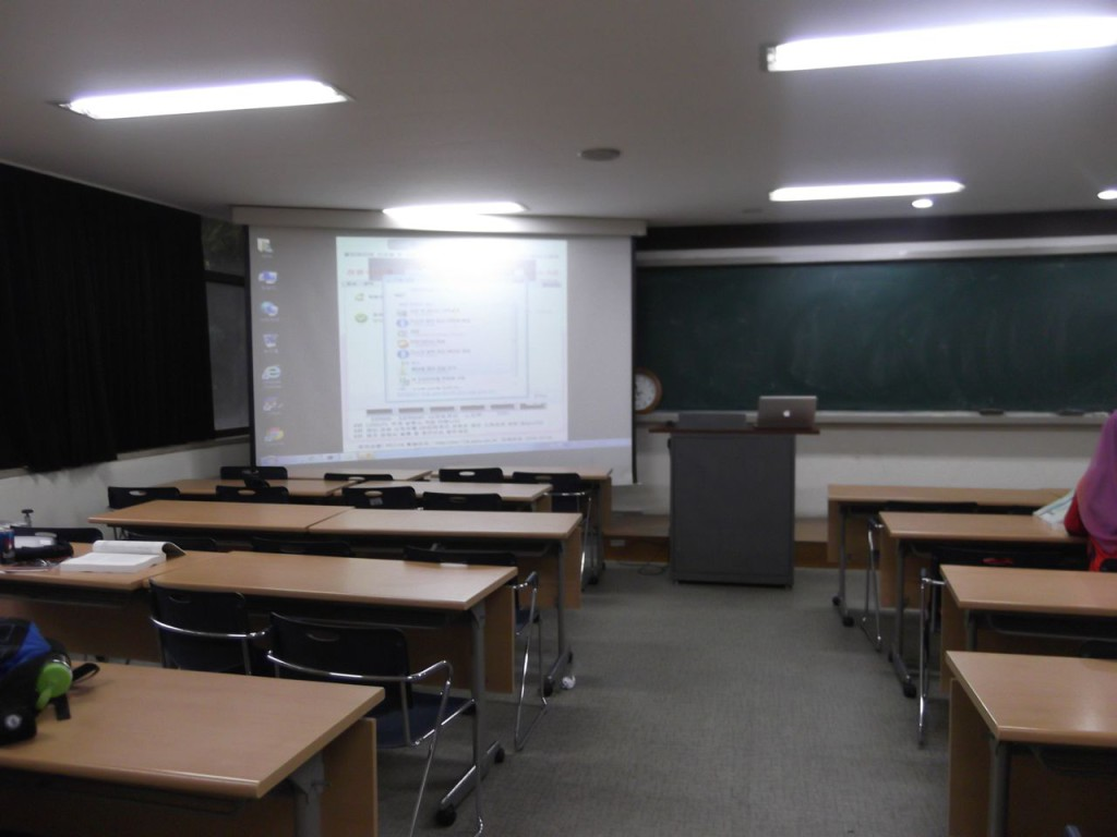 Other view of the classroom